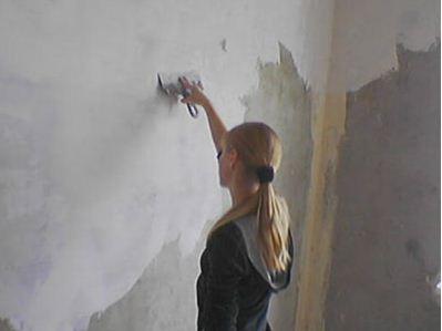 Стены следует тщательно выровнять и подготовить.