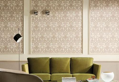 Стильно комбинированные обои в зал отлично украсят и оживят обстановку