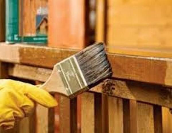 Стоит просто обработать древесину и минусы сводятся к минимуму