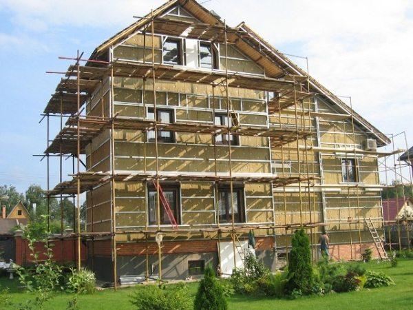 Строительные леса – необходимы в процессе покраски здания