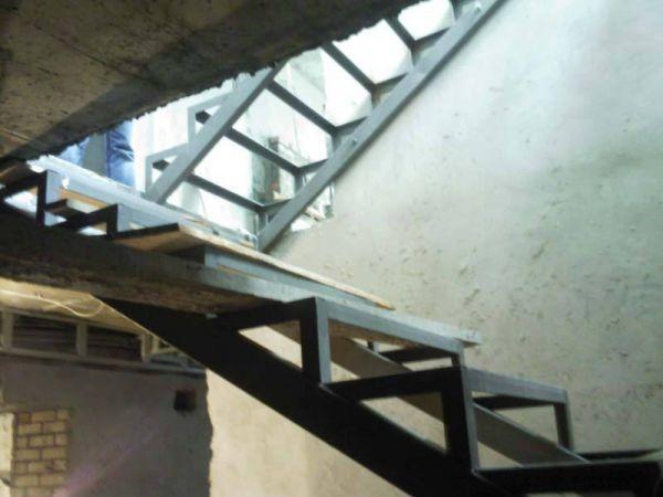 Сварной каркас для лестницы.