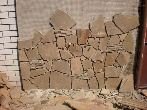 Так происходит укладка камня