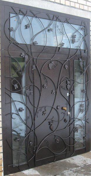 Такой вход в «рай» создавался, в том числе, и с помощью краски для железной двери