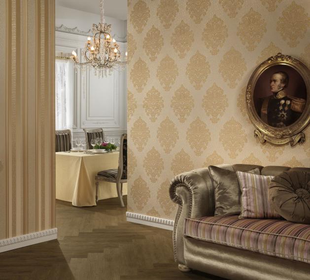 Текстильные обои прекрасно вписываются в классические интерьеры