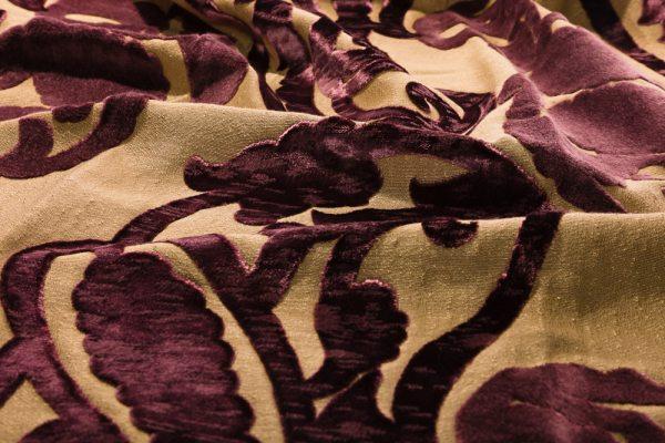 Ткань для обоев отличается высокой прочностью и износостойкостью