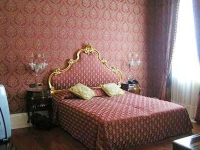 Тканевый интерьер в спальне