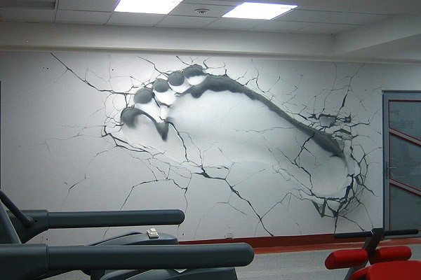 Трудно поверить, но изображение на стене не обладает реальным объемом.