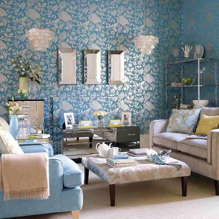 Цветочный узор на стенах