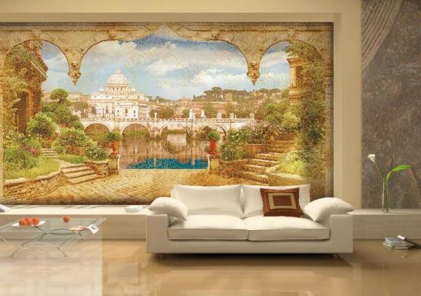 Украшенная фреской стена