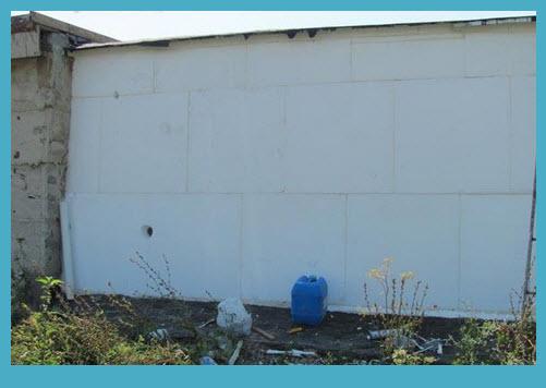 Установка пенопласта перед отделкой фасада.