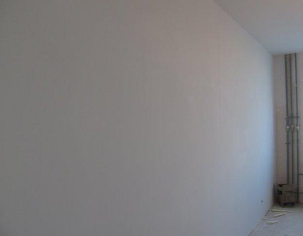 В итоге получают стены примерно такого качества.