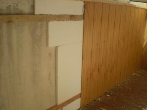 В качестве обрешетки можно использовать деревянные бруски или металлические направляющие