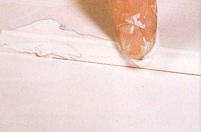 В особенно трудных местах не обойтись без грунтовки, которую нужно наносить прямо своими руками