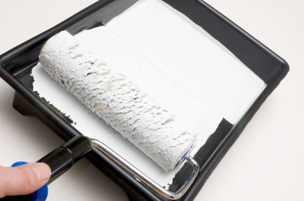 Валик и кювета для нанесения краски акрилатной на поверхности