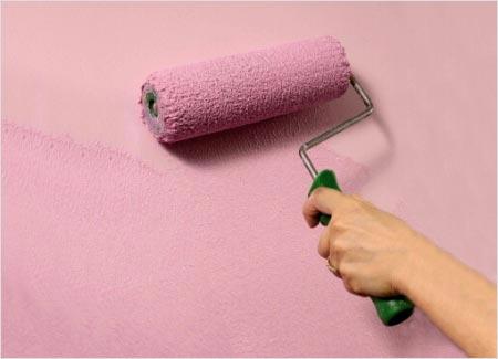 Валик позволяет нанести краску максимально равномерно.