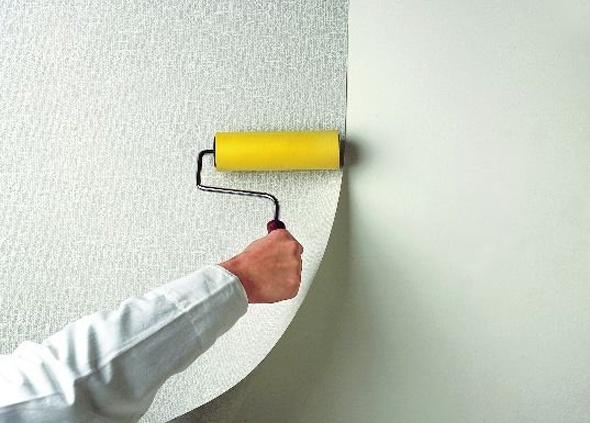 Отделка стен ванной комнаты стекловолокнистыми обоями, панелями ПВХ: видео-инструкция, фото