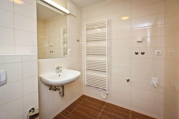 Ванная комната с установленной сантехникой