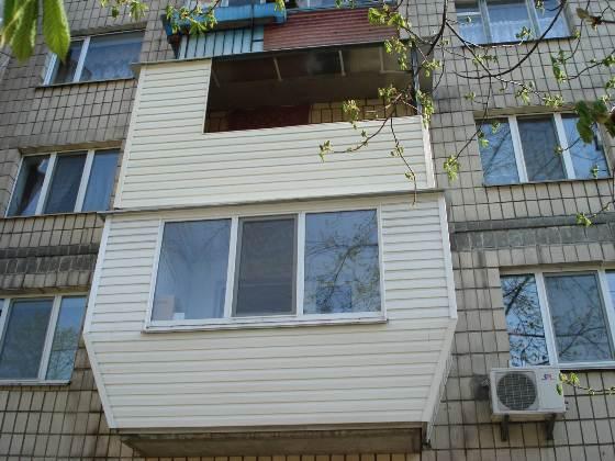 Вариант использования панелей для обшивки балкона снаружи