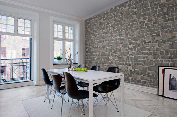 Вариант отделки столовой, предполагающий полное покрытие стены