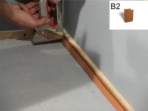 Вдоль нижней рейки монтируем стартовую панель.