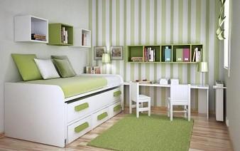 Вертикальные полосы увеличивают высоту комнаты.