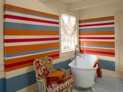 Влагостойкие обои в горизонтальную полоску – отличное решение для ванной комнаты