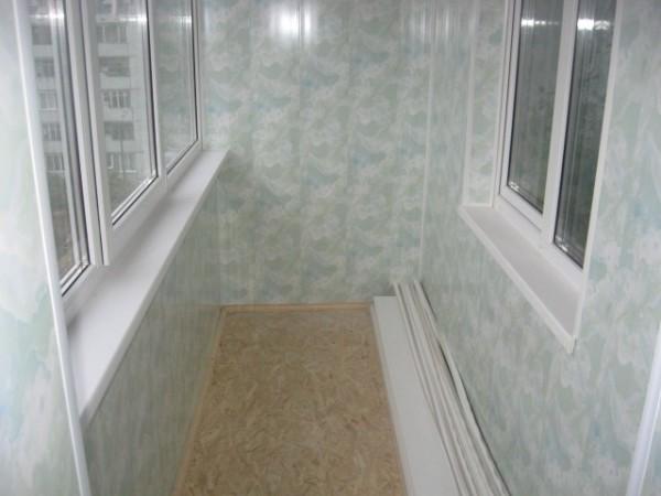 Внутренняя облицовка пластиковыми сайдинговыми панелями.