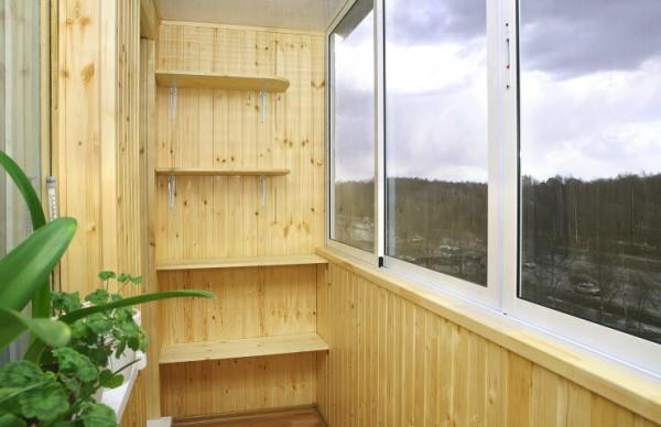 Внутренняя отделка балкона бамбуковым полотном