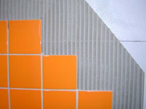 Внутренняя отделка бани из пеноблоков выполняется керамической плиткой.