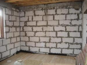 Внутренняя отделка дома из сибита (так называется один из видов газобетона) ничем не отличается от других типов блоков
