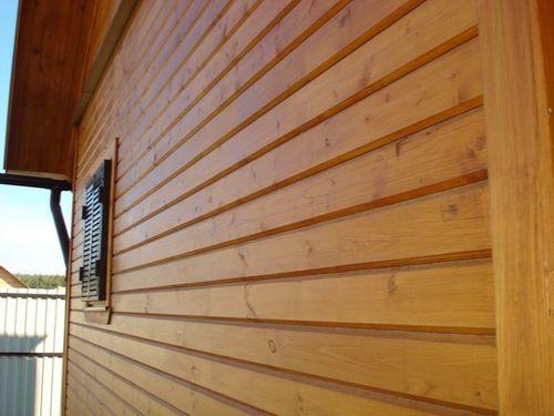 Водные лаки защищают и сохраняют красоту древесины.