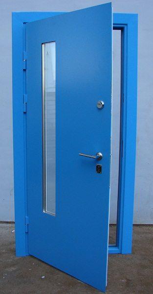 Выбор, чем покрасить железную дверь, не ограничивается только цветом, краски различаются и своими защитными свойствами, и создаваемой фактурой, и даже природой своего состава