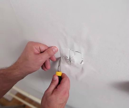 Вырезаем розетку или выключатель
