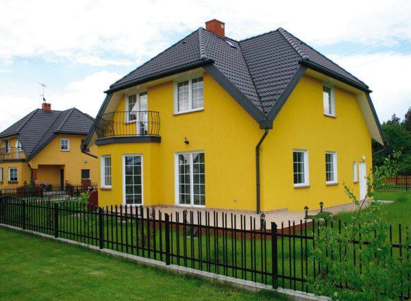 Яркий желтый цвет фасада