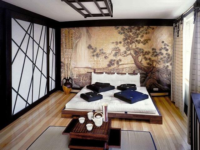 За изголовьем кровати хорошо будут смотреться японские фотообои