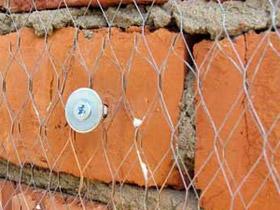 Закрепленная сетка гарантирует отличный контакт с основанием