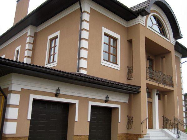 Защитно-декоративная отделка фасада здания.