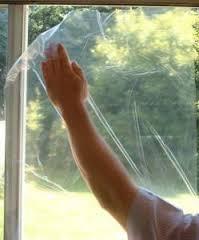 Застилаем пол и завешиваем окна.