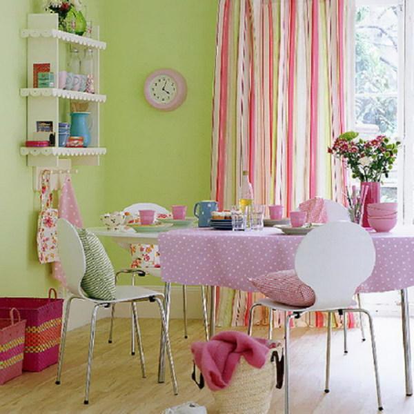 Зеленый фон стен позволяет раскрыться другим предметам кухни